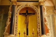 Chiesa-del-Rosario-Altare-del-Crocefisso
